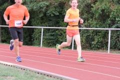 Volkslauf _ 2018 _ 11 _ Läufer zurück im Stadion _ (126)