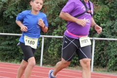 Volkslauf _ 2018 _ 11 _ Läufer zurück im Stadion _ (216)