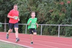 Volkslauf _ 2018 _ 11 _ Läufer zurück im Stadion _ (68)